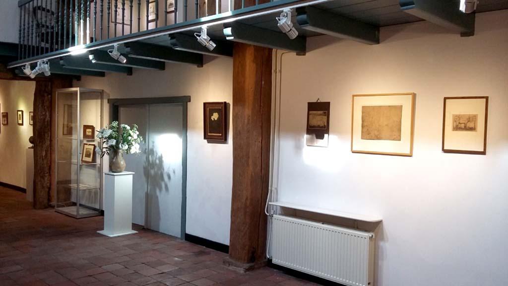 In_het_Spoor_van_Mankes_Exporuimte met Mankes © foto Museum Mohlmann