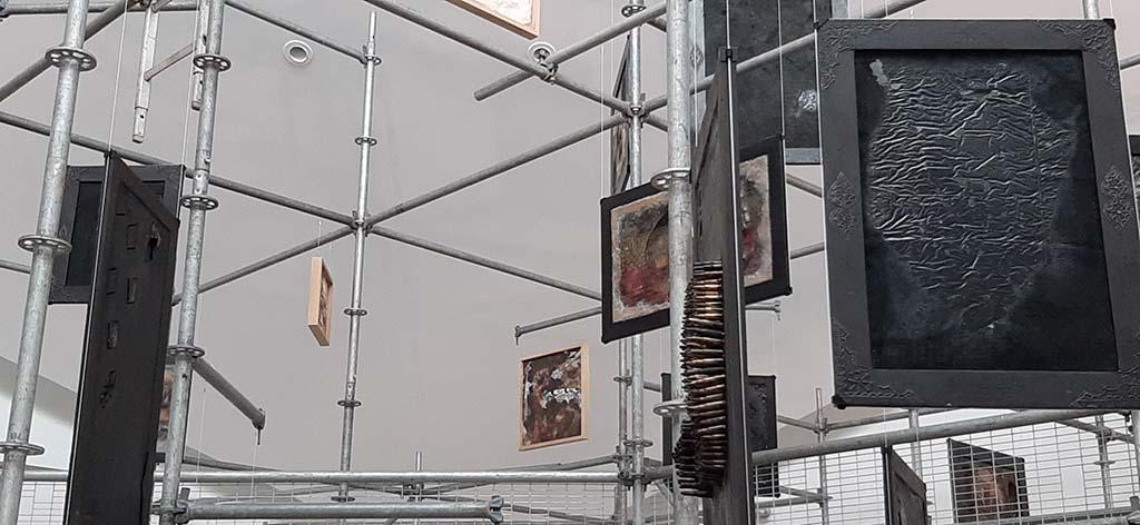 Victor Sonna detail van serie 152 toren in Van Abbemuseum © foto Wilma_Lankhorst