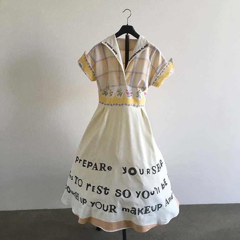 Marjolein_Burbank_A GOOD WIFE _ gebruikte tafelkleden genaaid tot een jaren 50 jurk