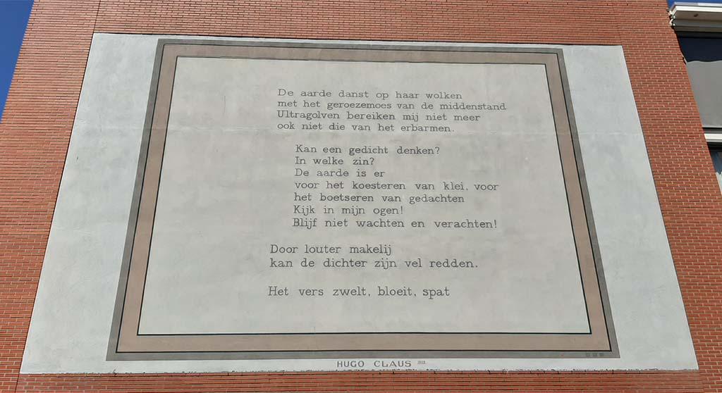 Muurgedichten_Leiden_Hugo_Claus-de-aarde-danst-op-haar-wolken_-©-foto-Wilma_Lankhorst
