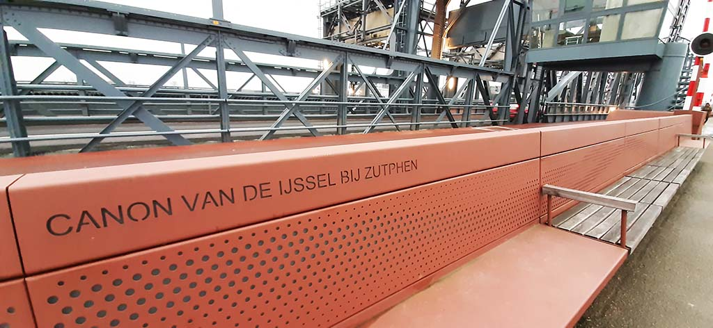 muurpoëzie Zutphen IJsselbrug canon van de IJssel © foto Wilma_Lankhorst