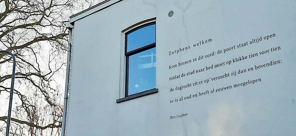muurpoëzie Zutphen Ton_Luijten_Zutphens welkom © foto Wilma_Lankhorst