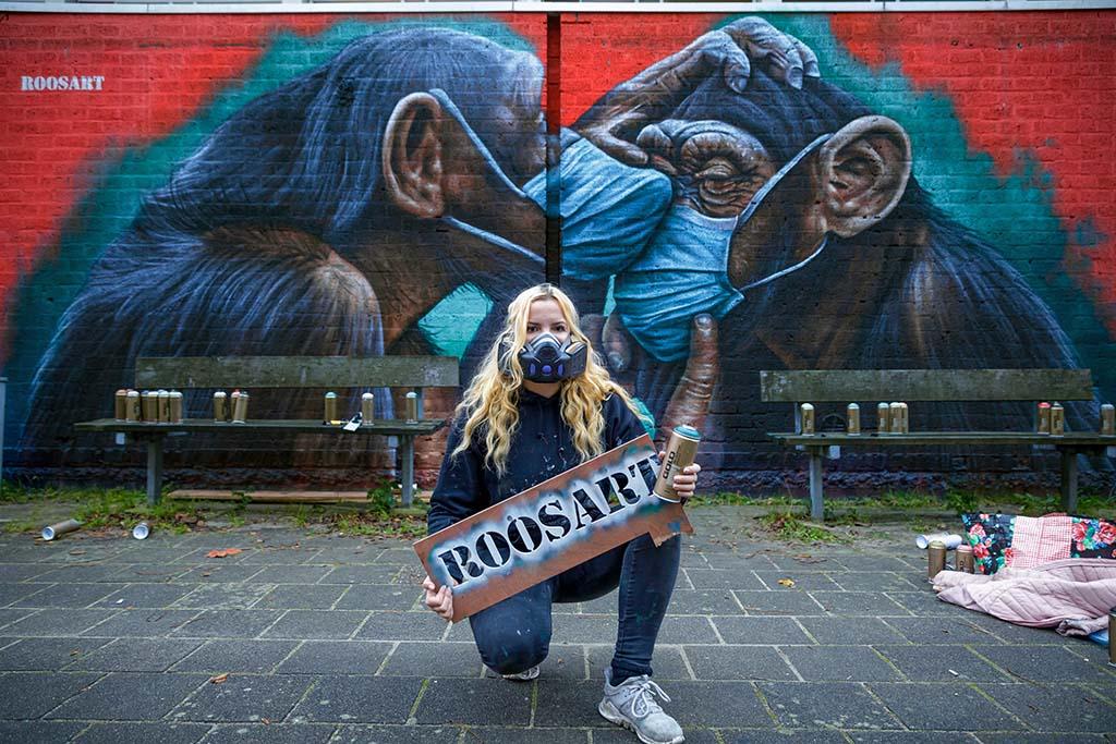 RoosArt Amsterdam_ Gaasterlandstraat_twee chimps met mondkapjes (2020) © RoosArt