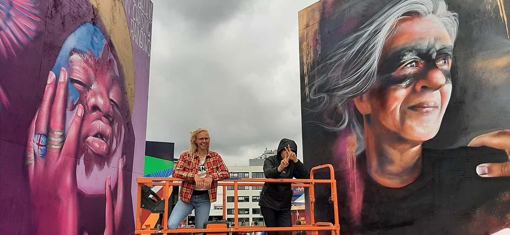 Rotterdam Eurovisie Songfestival 2021 Yasja_Ligtelijn ( links) haar werk rechts © foto Wilma_Lankhorst