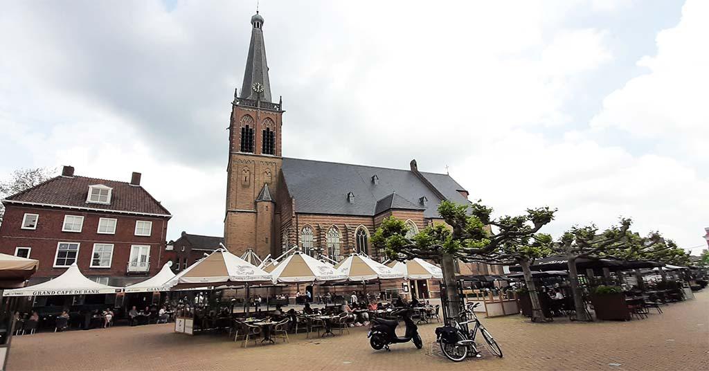 Doetinchem Summer_in_the_City_ terrassen simonsplein_ Catharinakerk © foto Wilma_Lankhorst