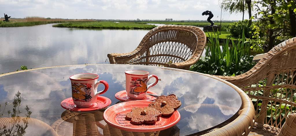 Nic.Jonk koffie met Schermer-koek © foto Wilma Lankhorst