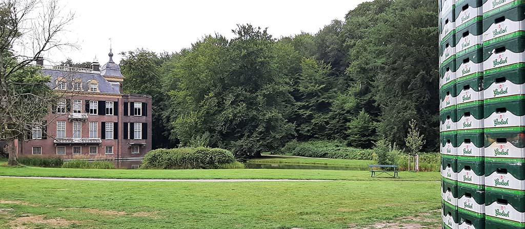 Sonsbeek 20→24 l. Huis Zypendaal en r. detail Réclusion (2021) © Justine Gaga © foto Wilma-Lankhorst.